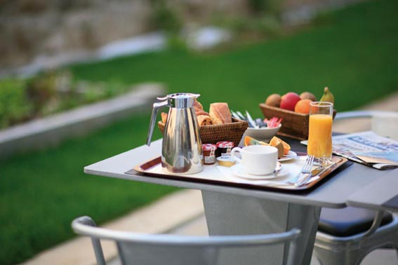 Breakfast terrace restaurant hotel BEST WESTERN PLUS Vannes city center