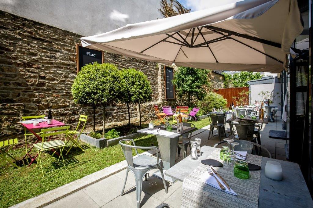 Terrace of the Restaurant of our Hotel Vannes Centre | Patio side